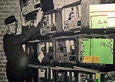 Wand in het museum over het inleveren van radio's