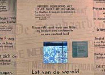 Krantenwand met verontrustende berichten over situatie in de wereld